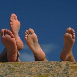 10 tips to keep your feet healthy